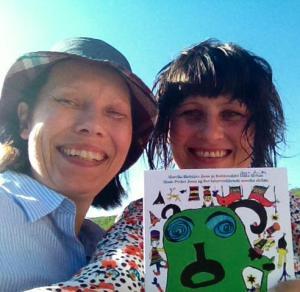 Forfatterne Anna Anita og Elin Margrethe (t.h).